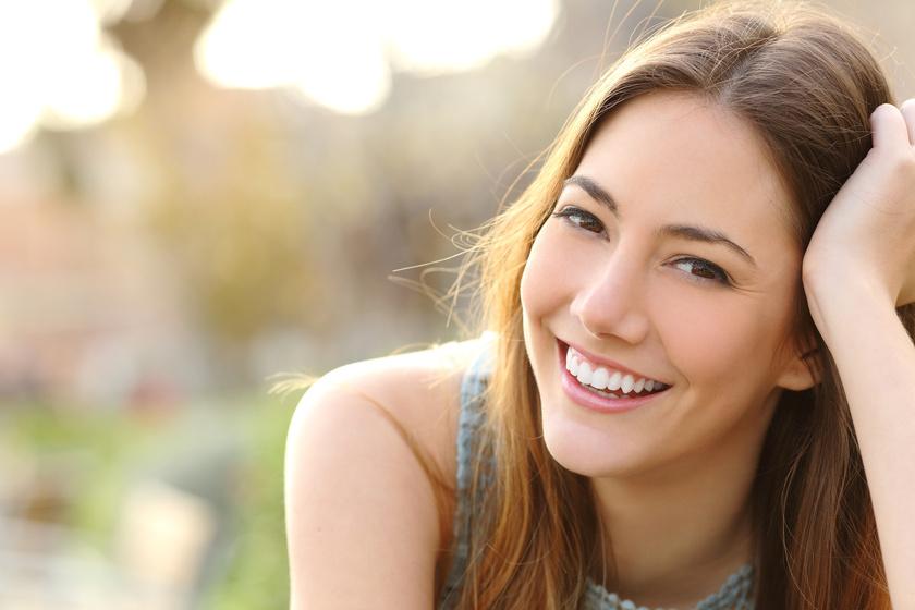 Uśmiechięta dziewczyna