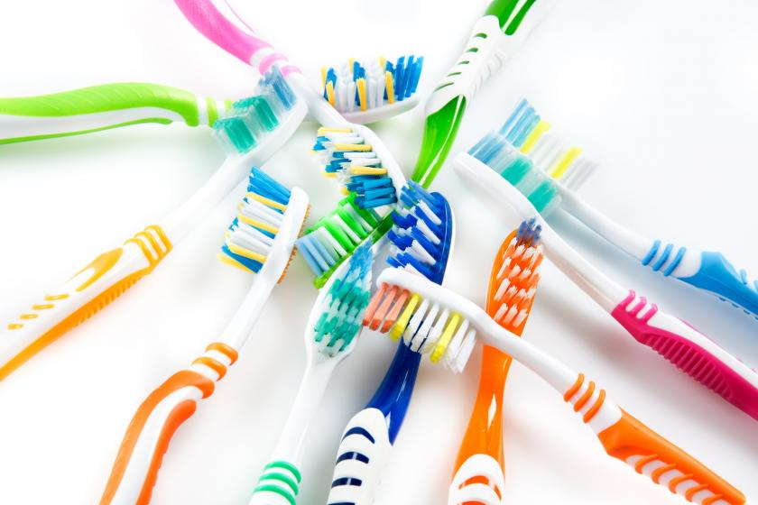 Jak wybrać szczoteczkę i pastę do zębów?