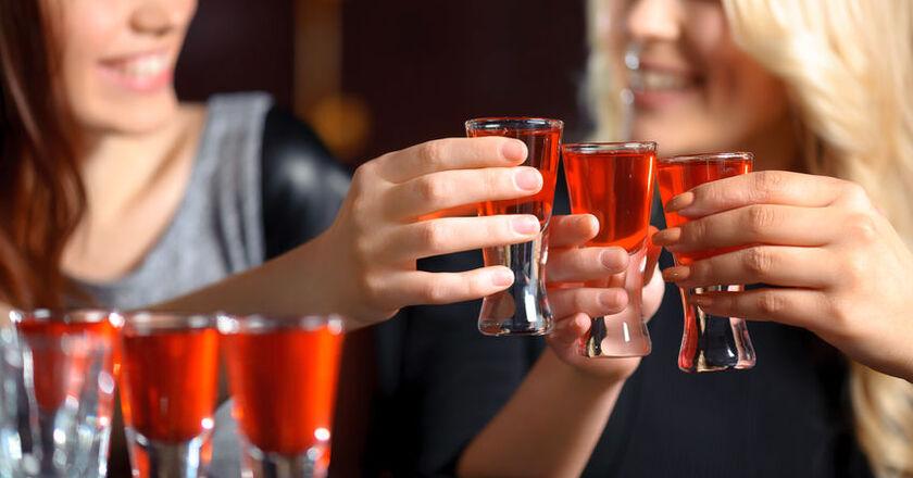 Picie alkoholu przez kobiety stosujące antykoncepcję