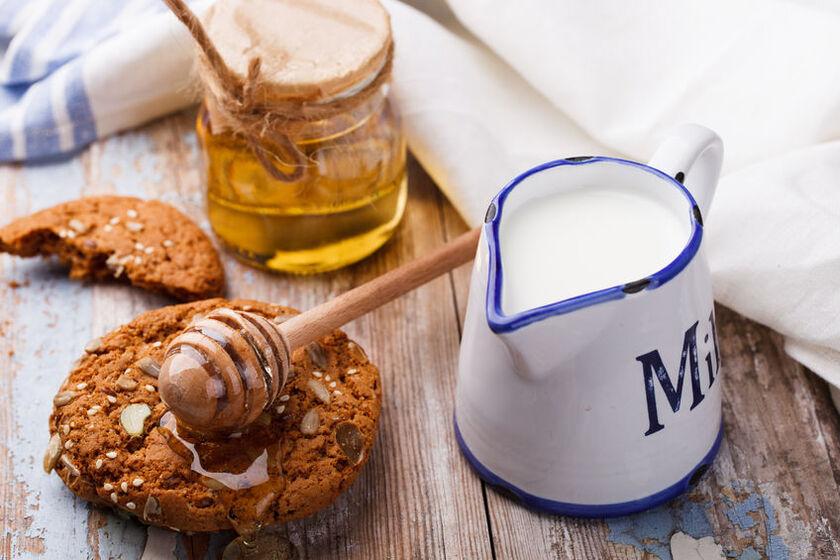 Mleko z miodem i czosnkiem na przeziębienie