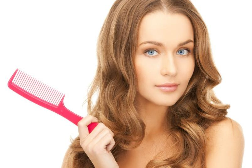 Kobieta po umyciu włosów