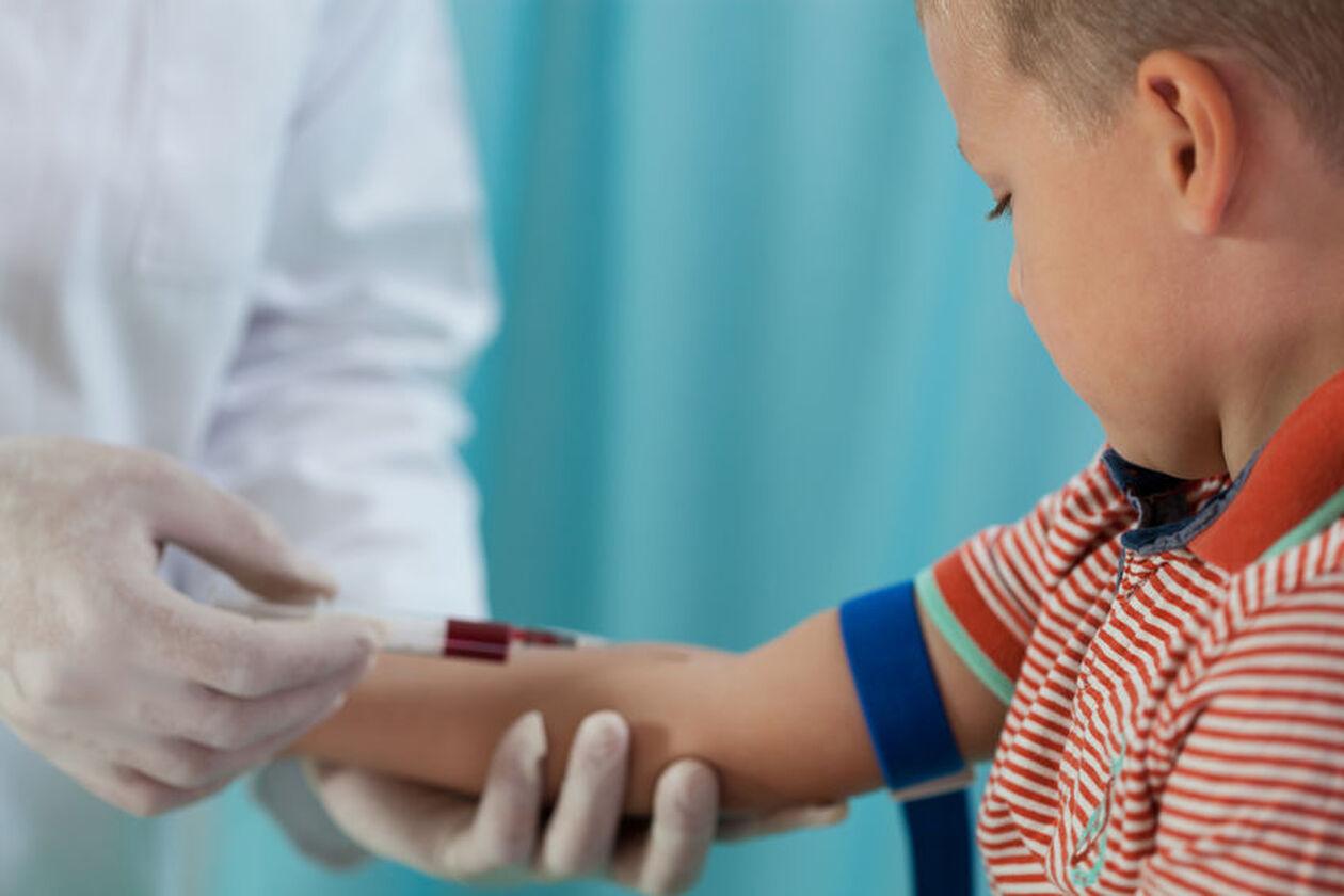 Dziecko podczas pobrania krwi