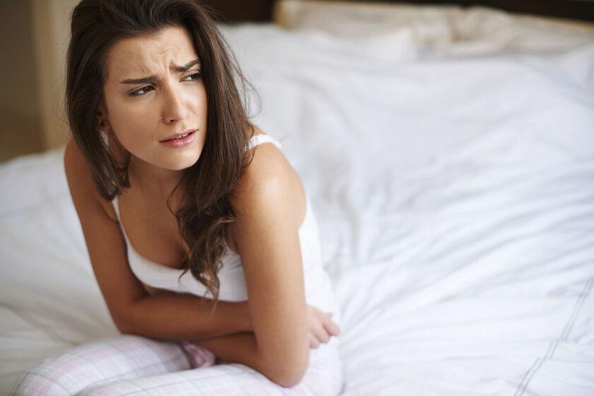 Kobieta cierpiąca na biegunkę