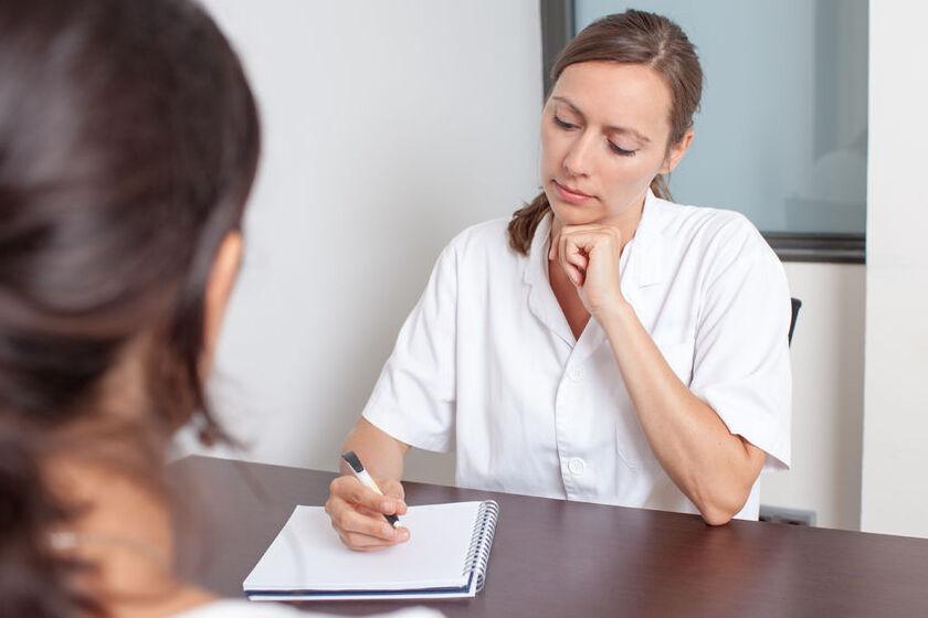 Kobieta podczas wywiadu lekarskiego