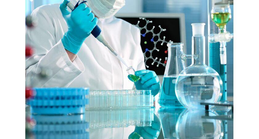 Badanie próbek krwi w laboratorium