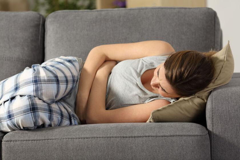 Kobietę boli brzuch na początku ciąży